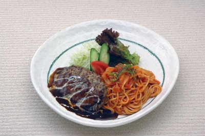 ハンバーグ&ナポリタン 980円(税込)画像