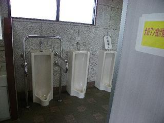 北上総合運動公園障がい者用男性用手すり付トイレです。