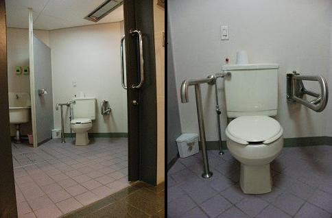 鬼の館障がい者用トイレ