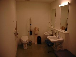 さくらホール障がい者用トイレ