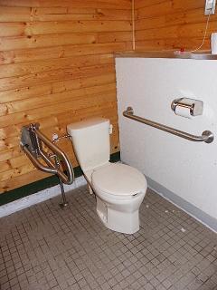 和賀川グリーンパークバーベキュー広場 敷地内障がい者用トイレ