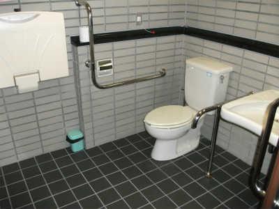 日本現代詩歌文学館内障がい者用トイレ
